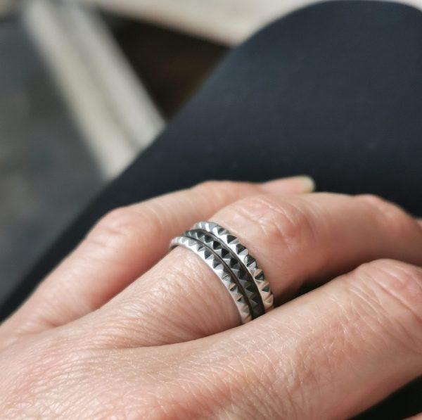 Bagues anneaux argent portées