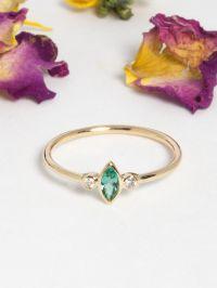 RI26_tiny_marquise_emeraude_diamant_or_jaune_14_carat_bague_alexbok_designer_bijoux_paris_boutique_online-4.jpg