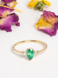 RI27_tiny_pear_emeraude_diamant_o_jaune_14_carat_bague_alexbok_designer_bijoux_paris_boutique_online.jpg