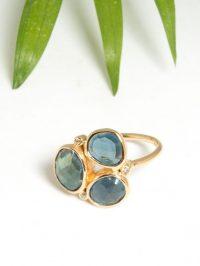 RI30_bague_fleur_topaze_blue_london_diamants_argent_925_plaque_or_jaune_bague_alexbok_designer_bijoux_paris_boutique_online-6-e1548237444821.jpg